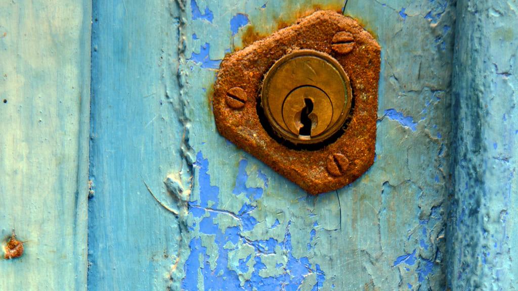 Repair And Replacement Locks In Wooden Doors
